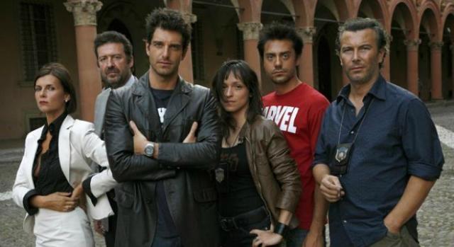 Gli attori della serie L'ispettore Coliandro 5.jpg
